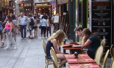 Paris-pedestrian-cafe